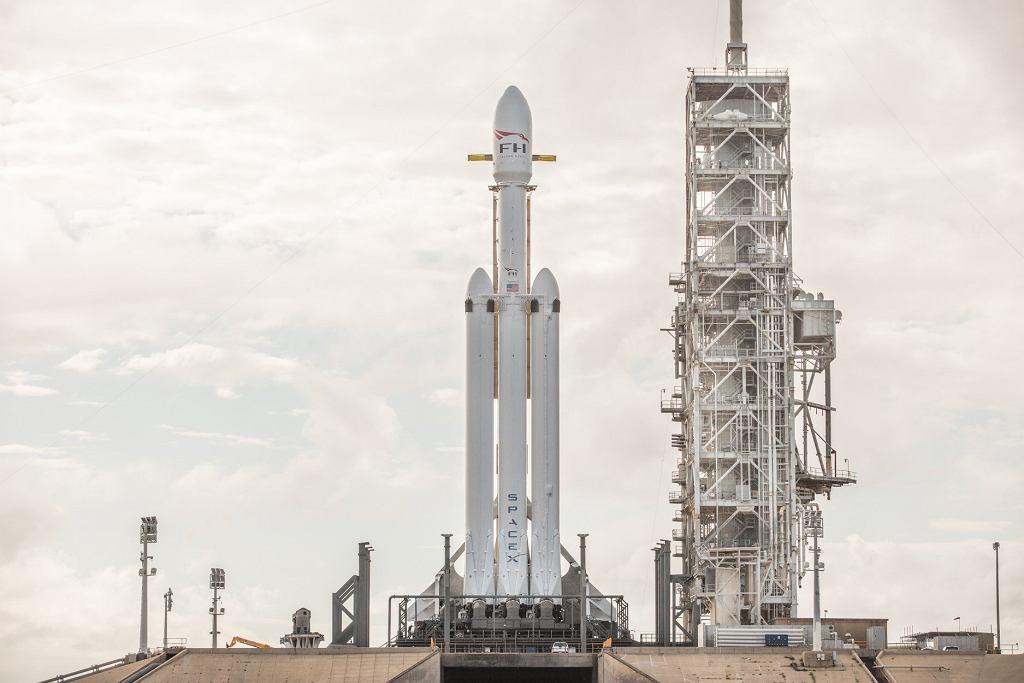 Falcon Heavy SpaceX Elona Muska