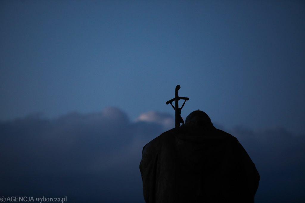 Pomnik Jana Pawła II w krakowskim Sanktuarium