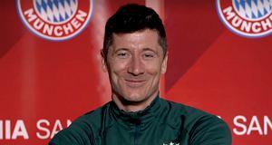 Lewandowski zapytany o Haalanda w Bayernie. Ta reakcja mówi wszystko