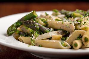 Piątkowy obiad bez mięsa - syta zupa, a może makaron ze szparagami? Oto nasze sprawdzone pomysły na piątkowy obiad
