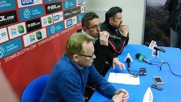Trenerzy Mirosław Jabłoński i Wojciech Stawowy na pomeczowej konferencji w Ostródzie