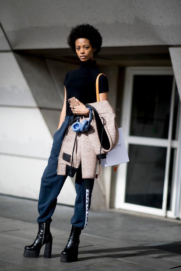 Buty na platformie jako element sportowej stylizacji