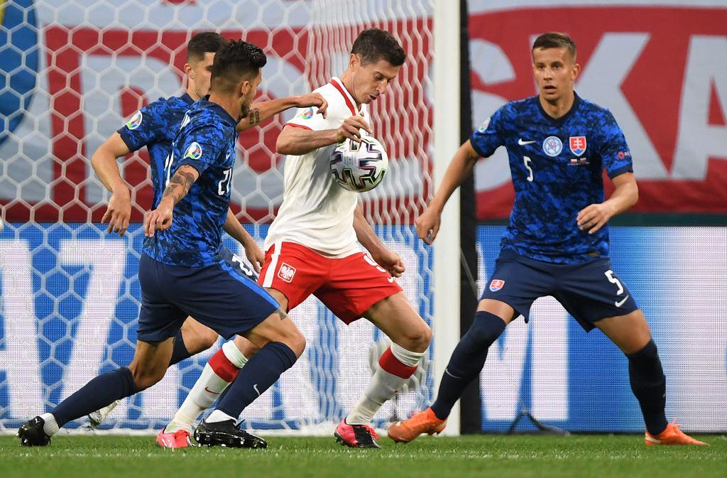 Były kapitan polskiej kadry uderza w Lewandowskiego. 'Machaniem rękami nie stworzy nic pozytywnego'