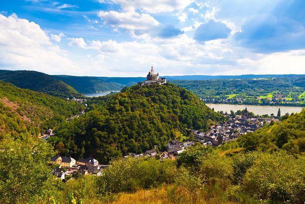 Dolina Środkowego Renu, Niemcy. Niemiecka Dolina Środkowego Renu to teren idealny na wspinaczki, spacery i wycieczki rowerowe. Słynie z zamków i pałaców usianych na winnych wzgórzach, gdzie uprawia się winogrona do produkcji słynnych, reńskich win. 65-kilometrowy odcinek doliny pomiędzy Bingen a Koblencją został wpisany na listę światowego dziedzictwa UNESCO.