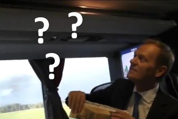 Donald Tusk poluje na muchy