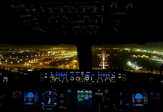 Nocny lot nad Dubajem