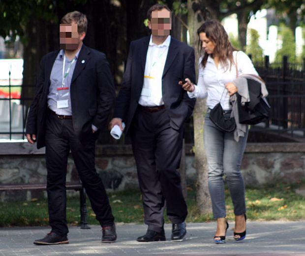 Zdjęcie numer 2 w galerii - Kinga Rusin w Sopocie. Zbyt OBCISŁE dżinsy? [ZDJĘCIA]