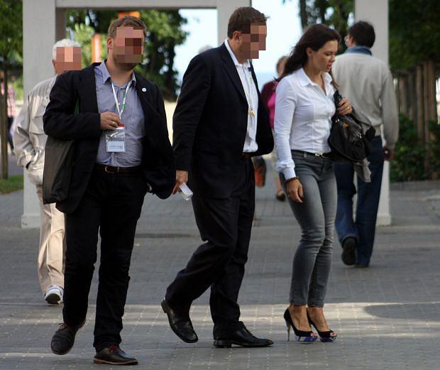 Zdjęcie numer 17 w galerii - Kinga Rusin w Sopocie. Zbyt OBCISŁE dżinsy? [ZDJĘCIA]