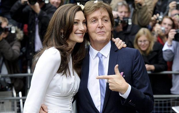 W niedzielę w Londynie Paul McCartney wziął ślub po raz trzeci w życiu. 69-letni muzyk, któremu sławę przyniósł zespół The Beatles, ożenił się z 51-letnią Nancy Shevell pochodzącą ze Stanów Zjednoczonych Ameryki.