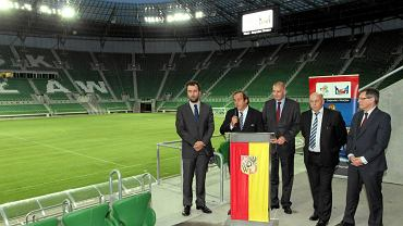 Michel Platini zwiedza nowy stadion we Wrocławiu