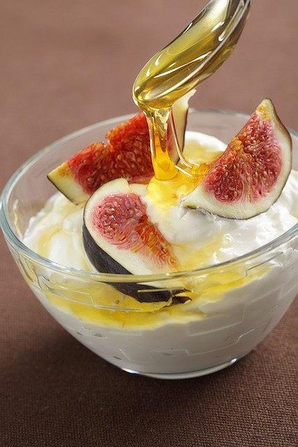 Jogurt grecki z figami i miodem