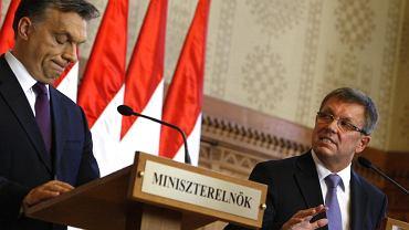 Viktor Orbán (z lewej) i minister gospodarki Gyorgy Matolcsy