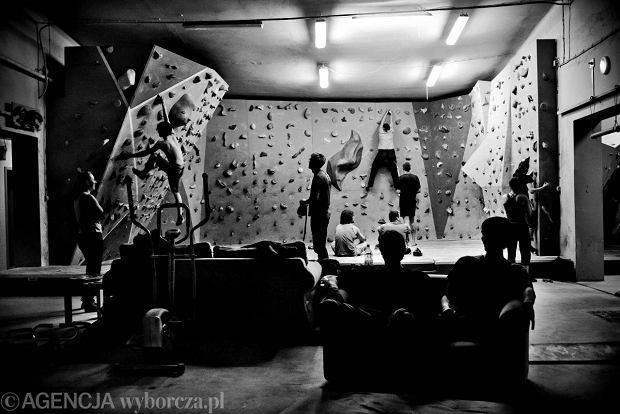 Wspinaczka na ścianie boulderingowej,kwiecień 2011 r.