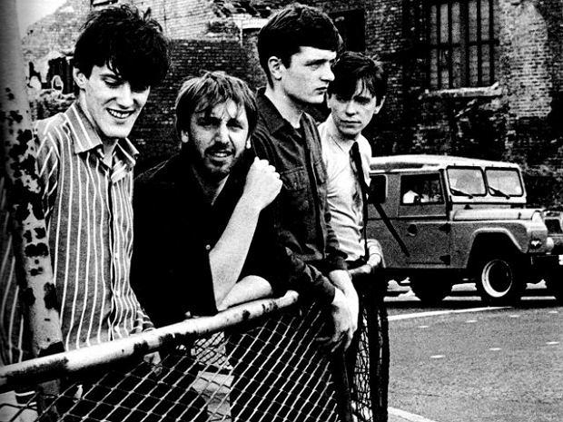 Joy Division. Od lewej: Stephen Morris, Peter Hook, Ian Curtis i Bernard Sumner