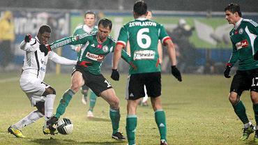 18. kolejka. Górnik - Legia 2:0. Z lewej Prejuce Nakoulma