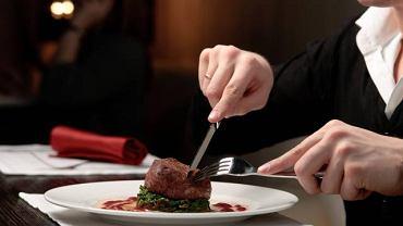 Chorobą Creutzfelda-Jakoba można się zarazić jedząc zakażoną wołowinę