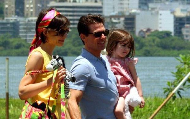 RIO DE JANEIRO, BRAZIL 02-01-2009  - Tom Cruise, Katie Holmes and Suri take a helicopter ride from Rio de Janeiro to the island of Angra Do Reis in Brazil. Photo by Cityfiles-Globe Photos, inc..K60957.(Credit Image: ? City Files/Globe Photos/ZUMAPRESS.com)