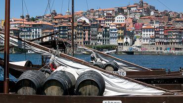 Porto - malowniczo położone miasto nad rzeką Tag i Oceanem Atlantyckim. Szczyci się starówką wpisaną na listę światowego dziedzictwa kultury UNESCO