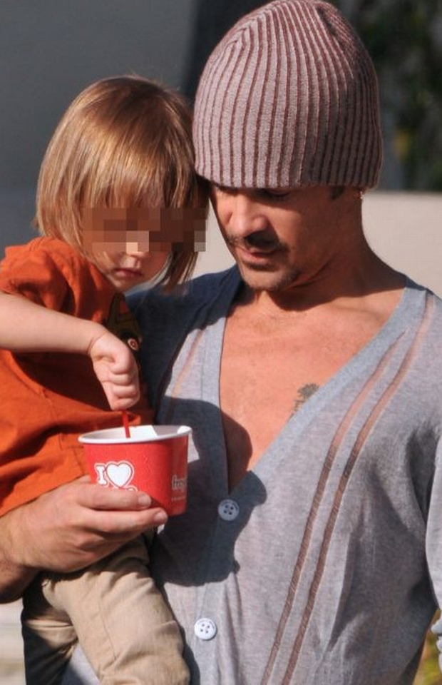 ## NIEZAPIKSLOWANE ZDJECIA DOSTEPNE W AGENCJI ##    NATIONAL PHOTO GROUP   Colin Farrell takes his son Henry Tadeusz Farrell out for yogurt in Los Feliz. Colin kept a close eye on his son when he had to step away and get cash from an ATM machine.  Job: 020112J6  EXCLUSIVE Feb. 1st, 2012 Los Angeles, CA  NPG.com     ## NIEZAPIKSLOWANE ZDJECIA DOSTEPNE W AGENCJI ##