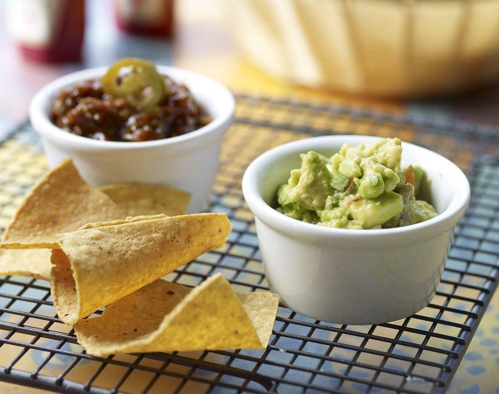 Salsa z grillowanych papryczek jalapeno i guacamole