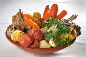 Puchero (danie argentyńskie z trzech rodzajów mięs i warzyw)