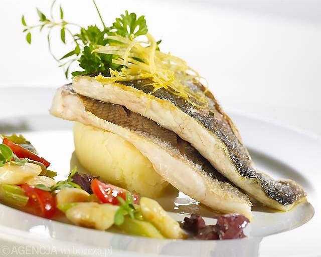 Filet z okonia morskiego z selerowym puree i ragout z selera naciowego