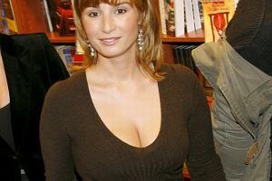 Joanna Brodzik urodzi/urodziła bliźniaki. Plotek gratuluje.