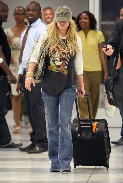 Jessica Simpson w sportowym stroju na lotnisku