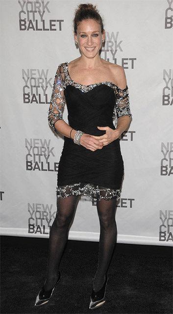 Sarah Jessica Parker uwielbia kreacje od najlepszych projektantów. Często są to sukienki niemalże prosto z wybiegu...