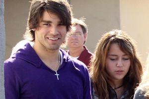 Miley Cyrus, Justin Gaston