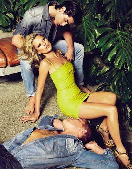 Kate Moss w kampanii Just Cavalli (Źródło: thefashionspot.com)