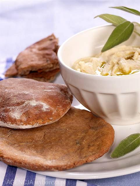 Schiacciata integrale con la salvia, czyli placek chlebowy z szałwią