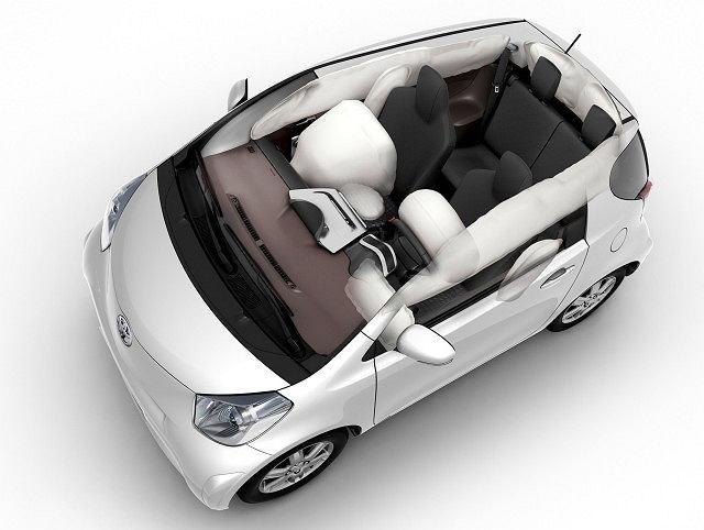 W iQ Toyota dba o bezpieczeństwo podróżnych za pomocą dziewięciu poduszek powietrznych