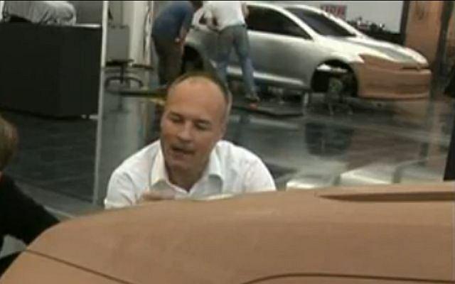 Czy gliniany model w tle to Golf VII?