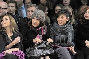 Kilka gwiazd show-biznesu zjawiło się wczoraj na pierwszym w Polsce pokazie mody Kenzo. Celebryci musieli być bardzo zdesperowani, ponieważ na zdjęciach widać, że na pokazie było bardzo zimno. Osoby zaproszone siedziały w płaszczach i szalikach. Natalia Kukulska i Ola Kwaśniewska robiły dziwne miny, a Frytka latała z mikrofonem i udawała reporterkę.