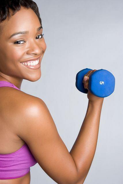 Wystarczy trochę dyscypliny i samozaparcia, a o swoja sylwetkę możemy zadbać ćwicząc w domu.