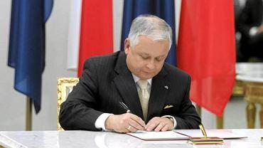 Prezydent Lech Kaczyński ratyfikuje traktat lizboński w Polsce 10 października 2009