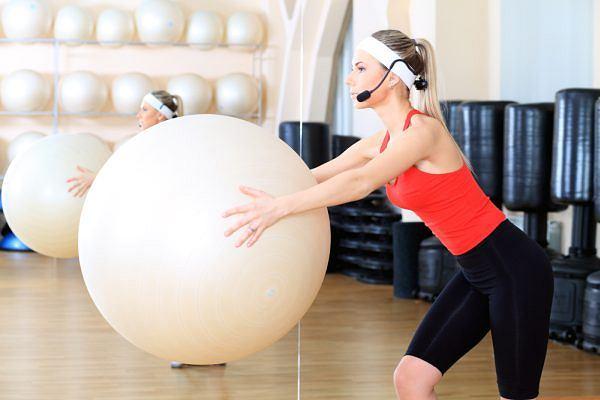 Pilatess pomoże nam wyrobić sylwetkę i wzmocnić mięśnie.