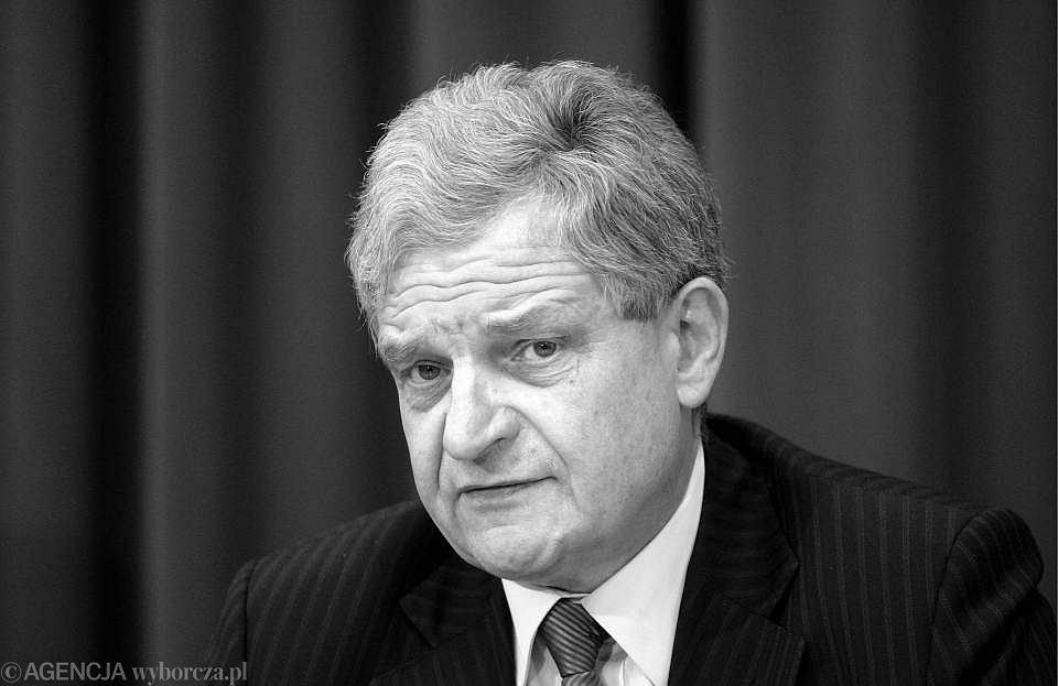 Zbigniew Wassermann (1949 - 2010) był posłem Prawa i Sprawiedliwości. Znany prawnik i prokurator. W rządzie PiS pełnił funkcję koordynatora służb specjalnych. Ostatnio zasiadał w komisji śledczej wyjaśniającej aferę hazardową