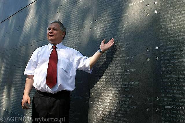 30 lipca 2004, Warszawa, Lech Kaczyński na dzień przed otwarciem Muzeum Powstania Warszawskiego