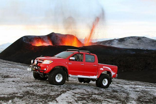 Toyota Hilux pod wulkanem Eyjafallajökull