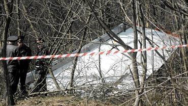 10 kwietnia 2010 r. Szczątki samolotu prezydenckiego, który rozbił się przy lądowaniu na lotnisku pod Smoleńskiem