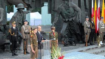 Obchody 66. rocznicy powstania. Przemawia generał Zbigniew Ścibor-Rylski, prezes Związku Powstańców Warszawskich