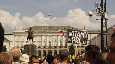 Obrońcy krzyża na Krakowskim Przedmieściu