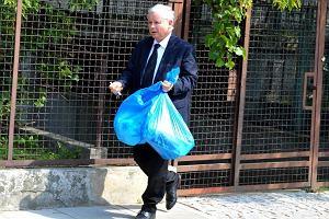 Jarosław Kaczyński przejął obowiązki i zajmuje się domem.