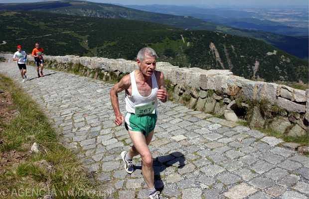Podbiegi, chociaż wydają się męczące, zwiększają naszą biegową siłę i wytrzymałość
