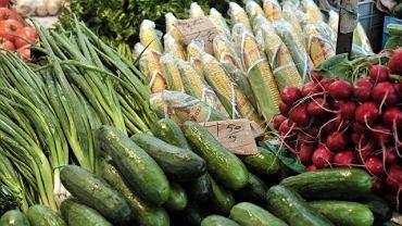 Warzywa na bazarze przy Hali Banacha.