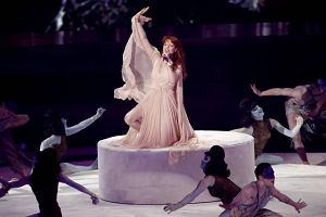 Florence and the Machine w czasie występu na gali.