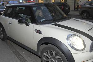 Ola Kwaśniewska na otwarcie butiku Herrery przyjechała swoim Mini S. Gadżeciarski samochód dla modnej dziewczyny.