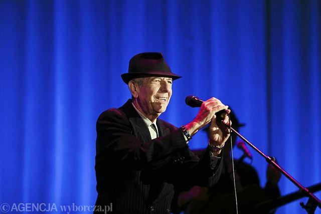 Leonard Cohen w czasie koncertu w katowickim Spodku.